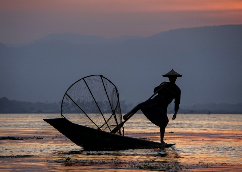 44- Inle Lake Sunset Fisherman
